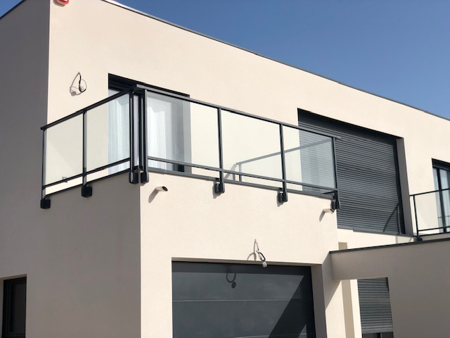 Garde-corps aluminium Frêne Côté portail
